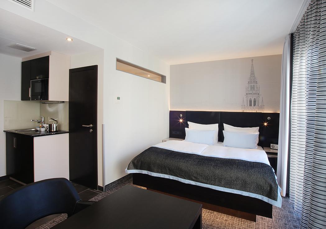 komfort doppelzimmer schiller 5 schiller 5 das was andere hotel im herzen von m nchen. Black Bedroom Furniture Sets. Home Design Ideas